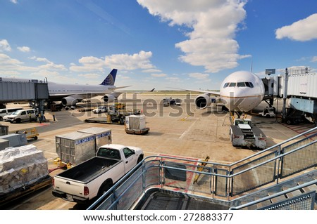 CHICAGO, USA - OCTOBER 11: Chicago International Airport working and ground maintenance operation, Chicago, Illinois, in October 11th, 2014.Chicago is the biggest city in North of USA.