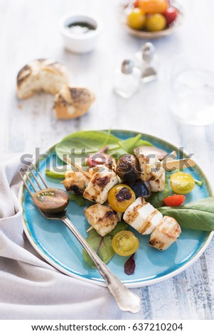 Chicken and halloumi skewers with tomatoes