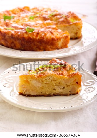 Chicken fillet, cauliflower and cheese quiche with no crust shell