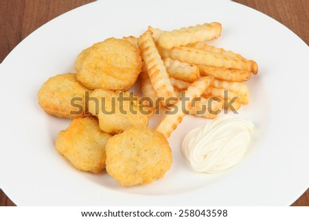 chicken nuggets with frites