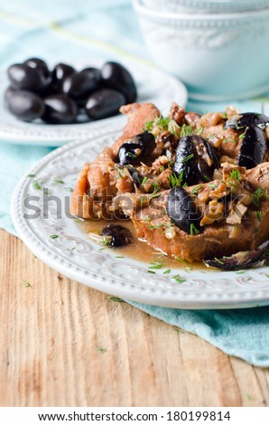 Chicken stew with olives and nuts
