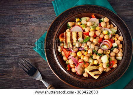 Chickpea salad with raw vegetables and grilled tofu cheese