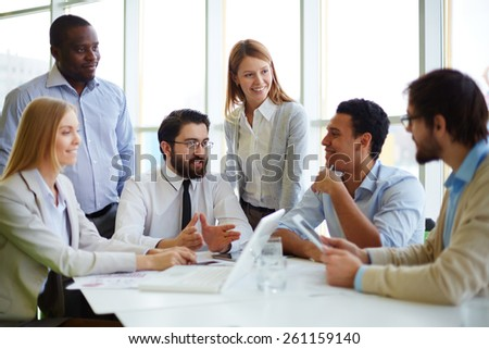 Chief gathering his workers in boardroom