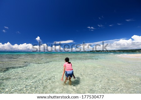 Child enjoy the sun
