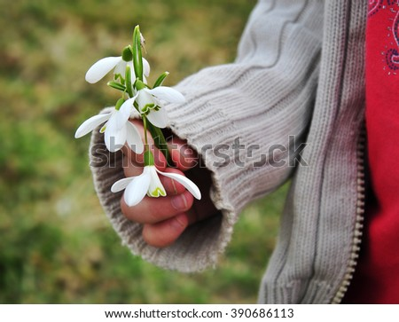 Child giving spring flowers for pleasure.