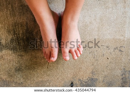 Child rubbed leg after wearing unsuitable shoes