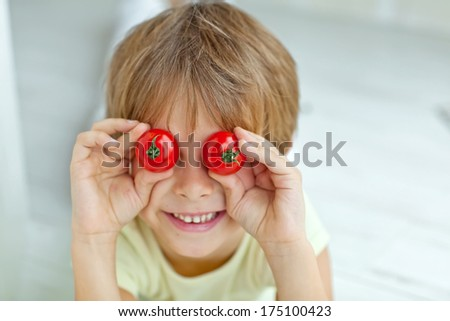 Child with vegetable