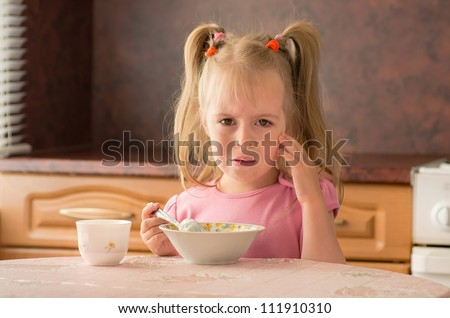Child 3.5 years did not want to eat breakfast. Lack of appetite. - stock photo