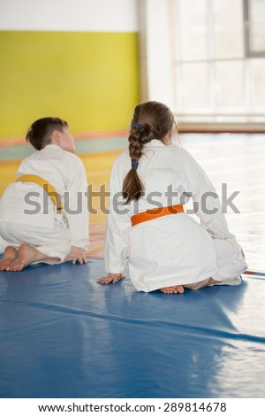 Children sitting on tatami during Aikido training