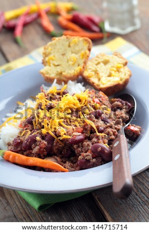 Chili con carne with Cheddar cheese