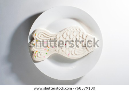 Chinese sweetmeat or a type of Chinese pancake made from glutinous rice flour ( ka-nom goh )