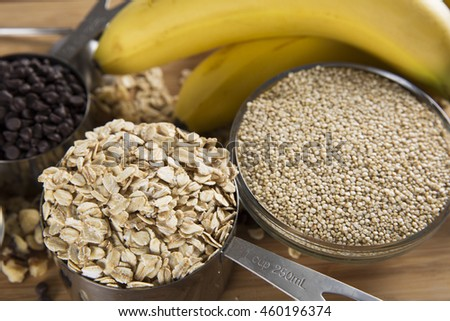 Chocolate chips, oats, quinoa and bananas: ingredients for quinoa breakfast bars.