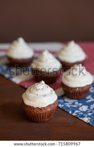 Chocolate cupcakes with white cream cheese frosting