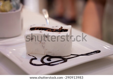 Chocolate vanilla cake with musical symbol