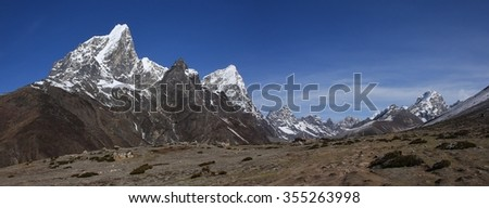 Cholatse, Lobuche East and other high mountains in the Everest National Park