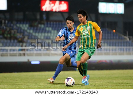 CHONBURI,THAILAND-JANUARY 18: Unidentified player of Chonburi FC and Army UTD in action between the game Chonburi FC and Army UTD at Chonburi stadium on Jan 18, 2014 in Chonburi,Thailand.