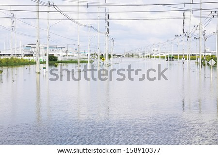 CHONBURI THAILAND - Oct 18,2013  : Water flooding attack to Amata Nakorn Industrial Estate in Chonburi Thailand.