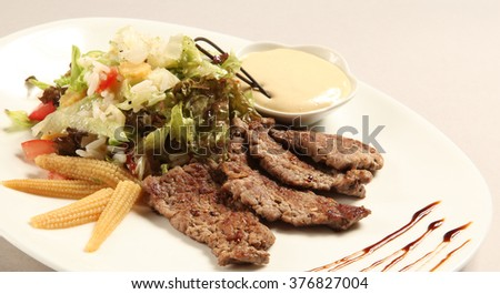 Chopped beefsteak with salad and sauce