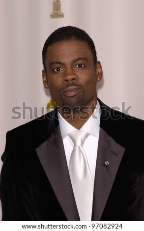 CHRIS ROCK at the 77th Annual Academy Awards at the Kodak Theatre, Hollywood, CA February 27, 2005; Los Angeles, CA.  Paul Smith / Featureflash