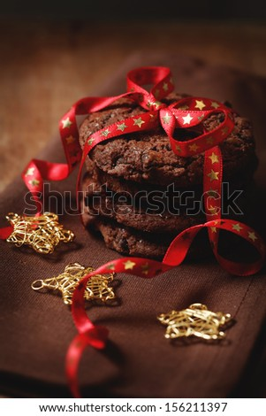 Christmas chocolate cookies tied with the ribbon