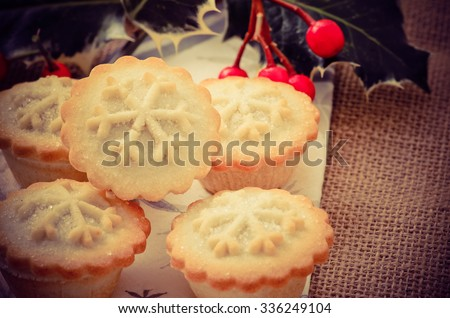 Christmas mince pies - stock photo