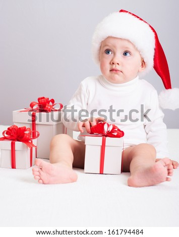 Christmas photo : baby with gift