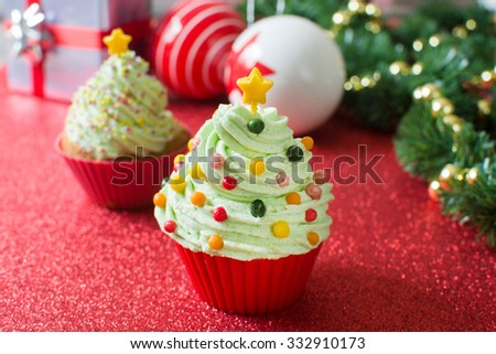 Christmas tree cupcakes with Christmas decoration