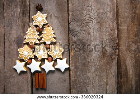 Christmas tree of cookies, on wooden table