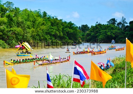 CHUMPHON, THAILAND-OCTOBER 9 : Unidentified rowers enjoy in native Thai long boats compete during King's cup Native Long Boat Race Championship on October 9, 2014 in Chumphon , Thailand.