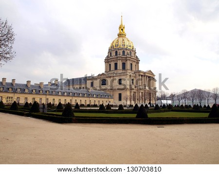 Church Disabled, Disabled Tum (D���´me des Invalides) - Paris monumental church built in 1706 by Jules Hardouin-Mansart on the instructions of the Sun King, Louis XIV. Burial place of Napoleon Bonaparte - stock photo