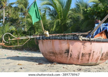 Leaf shaped boat stock photos royalty free images for Circle fishing boat