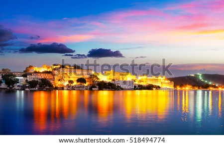 City Palace and Pichola lake in the evening light, Udaipur, Rajasthan, India, Asia