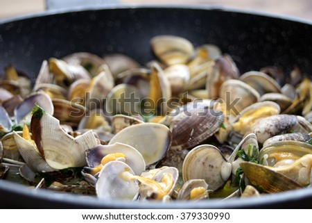 clam sauce with parsley in pan