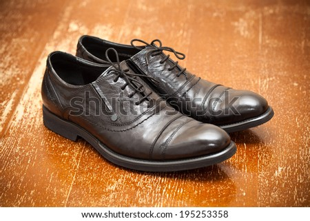 Classic leather shoes in black