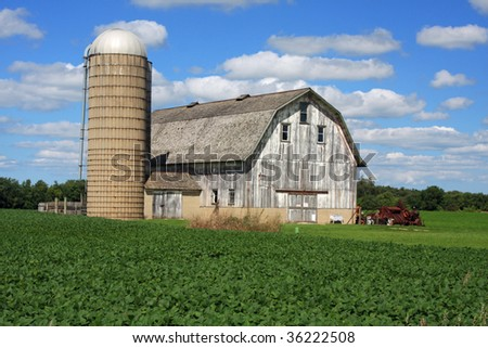 Classic Wisconsin barn and silo