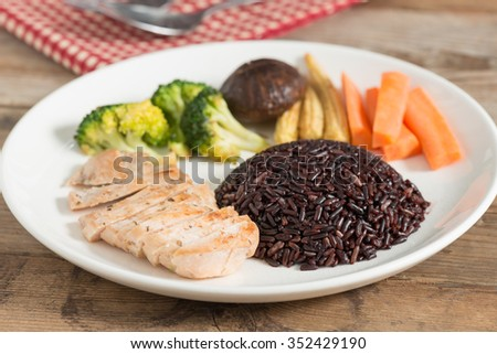 Clean food, Chicken grilled and vegetable and rice berry.