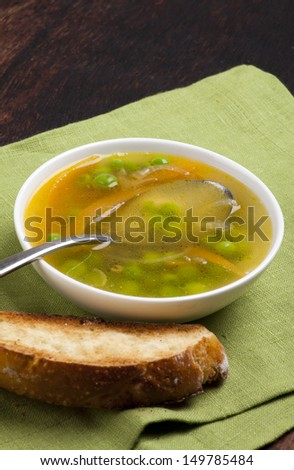 Clear vegetable soup with bread
