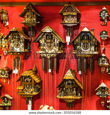 vintage wooden cuckoo clocks shop munich stock photo 305738312 shutterstock. Black Bedroom Furniture Sets. Home Design Ideas