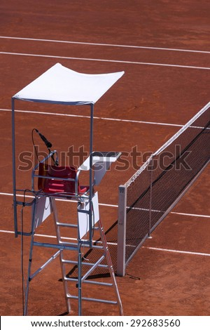 Close-seat chair umpire in a tennis court - stock photo