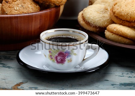 Close uo on a cup of coffe in the breakfast table / Close uo on a cup of coffe in the breakfast table / Close uo on a cup of coffe in the breakfast table