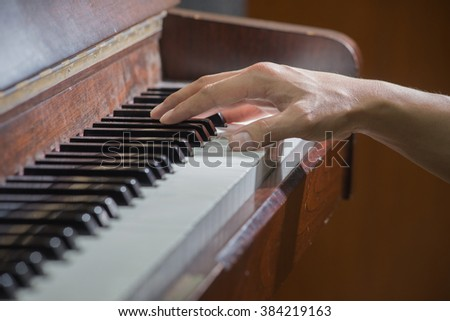 close up hands on the key of the piano,