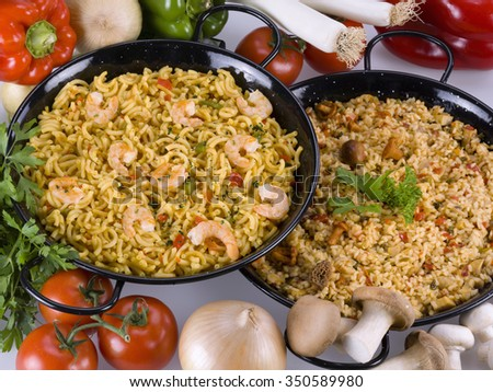 Close up of a paella and a fidegua