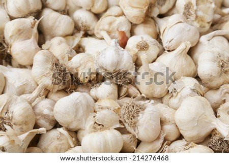 close up of garlic on market stand.