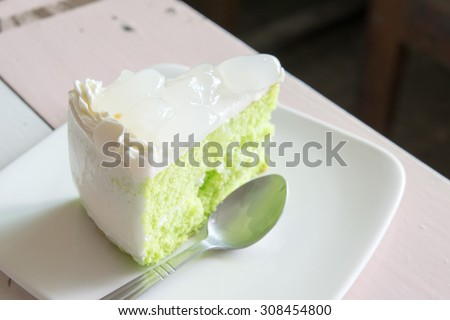 close up pandan cake with palm seed topping
