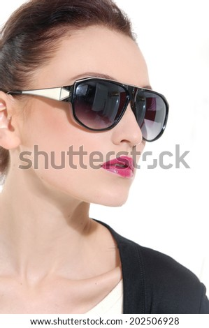 Close-up portrait of beautiful girl in sunglasses