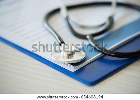 close up view of stethoscope lying on clipboard with diagnosis, selective focus