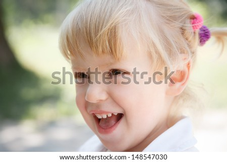 closeup portrait of little girl smiling