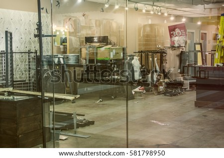 clothing store closed