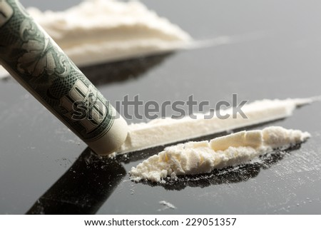 Cocaine and 10 dollars note
