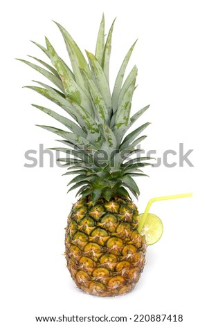 cocktail shake in pineapple